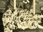 English: The freshman class in 1935 pose on the main stairway of Hays Hall, the freshman dormitory, for their official