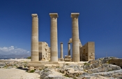English: Temple of Athena Lindia, Acropolis of Lindos, island of Rhodes, Greece. Français : Temple d'Athéna Lindia, Acropole de Lindos, île de Rhodes, Grèce.