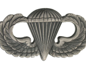 English: Parachutist Badge.