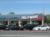 English: A Hollywood Video store in San Lorenzo, California. Photographed on April 7, 2007 by user Coolcaesar.