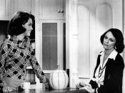 English: Publicity photo of Mary Tyler Moore and Valerie Harper from The Mary Tyler Moore Show.