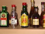 العربية: مجموعة مشروبات كحولية. Català: Diverses begudes alcohòliques. Cymraeg: Rhai diodydd alcoholig traddodiadol.