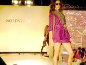 English: Nordstrom Fashion show in the Irvine Spectrum for OC Style week Español: Desfile de Modas de Nordstrom en Irvine, California