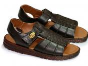 English: A pair of size 10 sandals for men