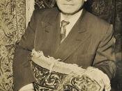 English: Portrait of Aris Alexanian holding an oriental rug.