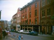 English: Pit and pendulum Pub on Victoria Street 2001 No change of name