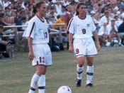 English: Kristine Lilly (13) and Mia Hamm (9) in St.Louis 1998