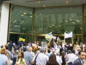 Español: Manifestación de ahorristas argentinos contra el Corralito financiero en la puerta de la casa central del Banco Galicia, calle Reconquista y Perón , Buenos Aires, Argentina.