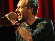 English: Chris Martin at a concert in England. Español: Chris Martin en un concierto en Inglaterra.
