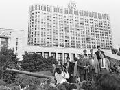 English: KRASNOPRESNENSKAIA NABEREZHNAIA, MOSCOW. President of the RSFSR Boris Yeltsin speaking near the building of the Council of Ministers of the RSFSR. Magyar: MOSZKVA, KRASZNOPRESZNYENSZKAJA SUGÁRÚT. Borisz Jelcin, az OSzSzSzK elnöke beszél az OSzSzS