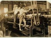 Textile mill workers. Spinning machinery. Macon, Georgia, 1909