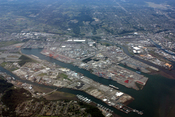 English: Port of Tacoma with Commencement Bay (lower right); Puyallup River (above center)