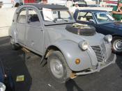 2CV Citroën Sahara (spare wheel in bonnet recess)