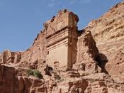 English: Uneishu Tomb, Petra, Jordan Français : Tombeau d'Aneishu à Pétra en Jordanie
