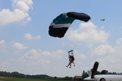 English: Meyers-Diver's Airport, Tecumseh Michigan, tandem skydiving landing at Skydive Tecumseh