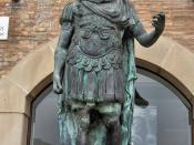 English: Modern bronze statue of Julius Caesar, Rimini, Italy.