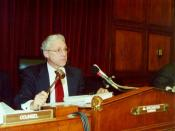 English: Congressman Jim Greenwood, Chairman of the House Committee on Energy and Commerce Subcommittee on Oversight and Investigations, gavels to start the hearing on human cloning.