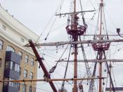 English: A frontal view. Cramped between tall buildings, the Golden Hind lies in a small dock on the River Thames