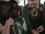 English: UNICEF Goodwill Ambassador, Ms Mia Farrow, with students during her visit to the bush school of Benah 2, north-western CAR, 19 May 2008
