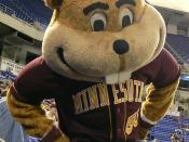 English: Goldy Gopher at a Minnesota baseball game.