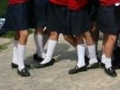 Español: Uniforme escolar para chicas de primaria.