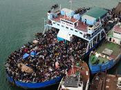 English: Haitian citizens crowd a ship near a port in Haiti Jan. 16, after earthquake devastation left many homeless, injured and hungry. The aircraft carrier USS Carl Vinson (CVN 70) and Carrier Air Wing (CVW) 17 are conducting humanitarian and disaster
