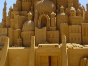 English: Intricate sand castle sculpture, approx. 10 feet high, in Victoria, Australia Deutsch: Sand-Art-Sandskulptur, ca. 3 m hoch, in Victoria (Australien)