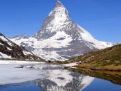 Matterhorn (4,478 m, Walliser Alps, East side) mirrored in Riffelsee, photograph taken from shore of lake Riffelsee. Français : Le mont Cervin (4 478 m, est des Alpes Valaisannes) se reflète dans le Riffelsee. Photo prise sur la berge du lac.