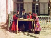 English: Jewish Children with their Teacher in Samarkand. Early color photograph from Russia, created by Sergei Mikhailovich Prokudin-Gorskii as part of his work to document the Russian Empire from 1909 to 1915. Français : Enfants juifs avec leur professe