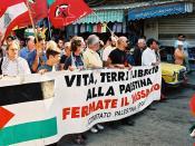 Europäische (italienische) Demonstranten bei der Demonstration zur Erinnerung an das Sabra and Shatila Massaker.