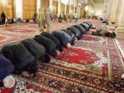 English: Faithful praying towards Makkah; Umayyad Mosque, Damascus. Português: Damasco (Síria) - Homens voltados para a Cidade de Meca se reúnem para rezar, na hora do almoço, na Mesquita Umayyad, a mais importante da Síria. (Foto Antonio Milena/ABr - hor