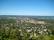 English: Overlooking La Crosse, Wisconsin from Grandad Bluff