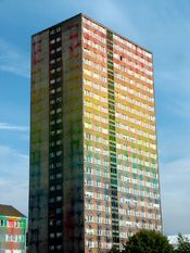 English: Toryglen, Glasgow tower block covered in 70,000 litres of paint with the help of over 1400 separate explosions. Advert for Sony BRAVIA televisions.