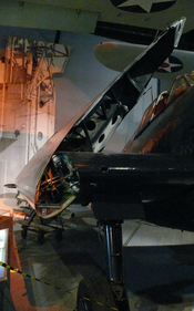 English: Grumman F6F Hellcat in the Cradle of Aviation Museum. The Grumman F6F Hellcat was a carrier-based fighter aircraft developed to replace the earlier F4F Wildcat in United States Navy service. Nederlands: Grumman F6F Hellcat in het Cradle of Aviati
