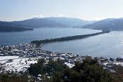 English: Amanohashidate is one of the Japan's Three Scenic Views in Miyazu, Kyoto prefecture, Japan. This photograph is a view from Kasamatsu Park. 日本語: 天橋立は日本三景の一。 所在地は京都府宮津市。この写真は傘松公園から撮影したもの。 Camera: Sony NEX-5 Lens: Sony SEL1855