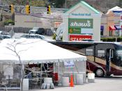 English: South Kingstown, RI, April 13, 2010 -- FEMA / State Disaster Recovery Center is set up at the Wakefield Mall to provide help to those affected by the recent floods. Representatives of state, Federal, voluntary agencies and the US Small Business A