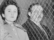 English: Julius and Ethel Rosenberg, separated by heavy wire screen as they leave U.S. Court House after being found guilty by jury. Français : Ethel (à gauche) et Julius (à droite) Rosenberg, au moment où ils quittent l'U.S. Court House après avoir été j