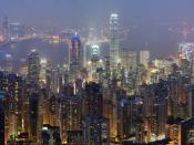 A 26 segment × 3 exposure (78 frames in total) panoramic view of the Hong Kong skyline taken from a path around Victoria Peak. Français : Vue panoramique de Hong Kong depuis un sentier de Victoria Peak. Image construite en assemblant 78 clichés (26 visées