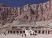 English: Djeser-Djeseru, Hatshepsut's mortuary temple complex at Deir el-Bahri, on the West Bank of the Nile near the Valley of the Kings, Egypt. View showing the massive cliff face into which it was built.