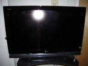 English: Sony Bravia S-4100 series television Bahasa Melayu: HDTV Sony BRAVIA.