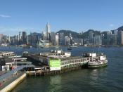 English: Tsim Sha Tsui Ferry Pier in Kowloon, Hong Kong. Across the bay is Wan Chai. 中文(简体): 香港九龙尖沙咀天星码头,对岸为湾仔一带 中文(繁體): 香港九龍尖沙咀天星碼頭,對岸為灣仔一帶