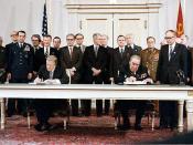 English: President Jimmy Carter and Soviet General Secretary Leonid Brezhnev sign the Strategic Arms Limitation Talks (SALT II) treaty, June 18, 1979, in Vienna. Русский: Президент США Джимми Картер и Генеральный секретарь ЦК КПСС Леонид Брежнев подписыва