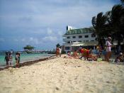 La playa en frente de los Hoteles