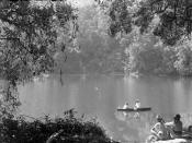 English: Lake Telaga Warna Nederlands: Negatief. Op deze foto is het kleurenmeer Telaga Warna te zien. Het is dit meer dat als