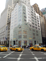 English: Louis Vuitton's Fifth Avenue, New York City store.