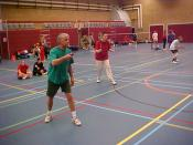English: Men playing badminton.