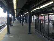 English: Myrtle-Wyckoff Avenue M train platform Category:New York City Subway images