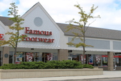 English: Famous Footwear store,Oak Valley Shopping Center, 2915 Oak Valley Drive, Ann Arbor, Michigan