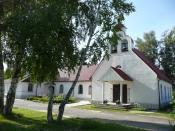 English: Loksa Orthodox Church with Rehabilitation Centre for Drug Addicts. Eesti: Loksa õigeusu kirik koos selle kõrval asuva narkosõltlaste rehabilitatsioonikeskusega.