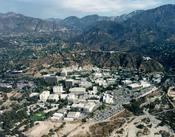 The in California : Français : Vue aérienne du site du JPL en Californie, licence : domaine public, origine : http://www.jpl.nasa.gov/images/people/council/jpl-arial-view.cfm : Italiano: Il complesso del JPL, caricata da en:wiki presa dal Jpl's web site ,